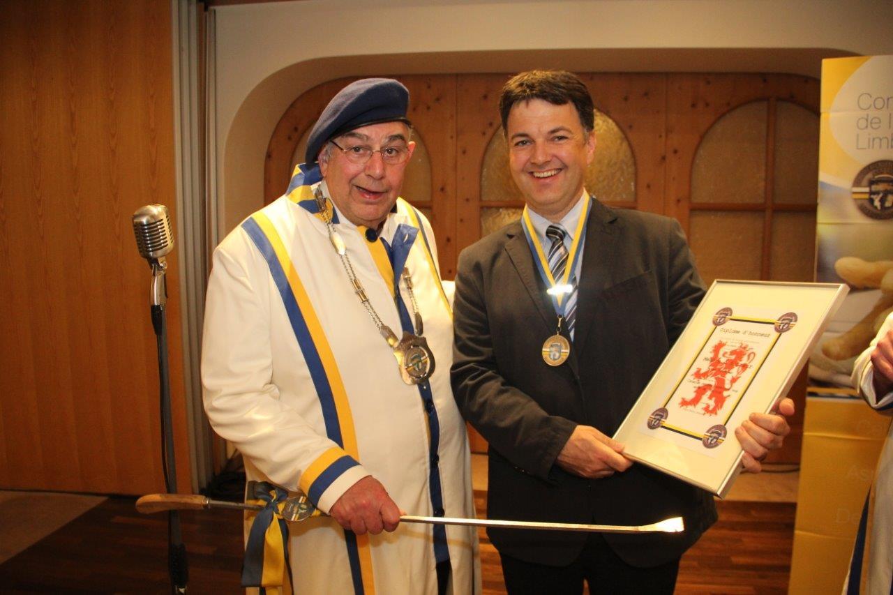 President Pieter Smits van de Confrèrie d'Asperge Limbourgondië en eigenaar Peter Roodbeen van Hostellerie am Schwarzsee.